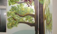 Сказочное дерево в интерьере детской комнаты