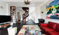 Дизайн гостиной в двухуровневой квартире в стиле Соц-арт