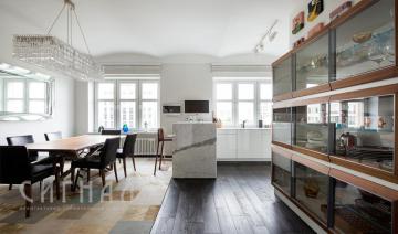 Дизайн кухни в двухуровневой квартире в стиле Соц-Арт